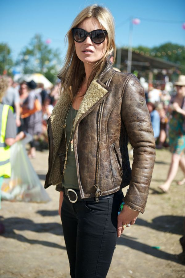 gallery-1429548196-hbz-kate-moss-glastonbury-article