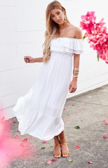 https://beginningboutique.com.au/lennon-maxi-dress-white-l-7023fa