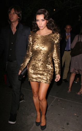 Kim Kardashian leaving the Waverly Inn after eating dinner with friends, then she goes out to club Avenue for the after party for the VMA's. Ref: SPL125938 130909 Picture by: Turgeon/Rocke/Splash News Splash News and Pictures Los Angeles: 310-821-2666 New York: 212-619-2666 London: 870-934-2666 photodesk@splashnews.com