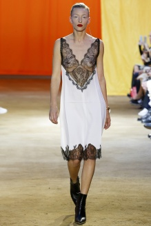 http://en.vogue.fr/fashion-shows/defile/printemps-t-2016-paris-cline/15225#defile-6