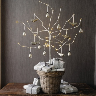 modern-holiday-interiors-10-christmas-tree-alternatives-4
