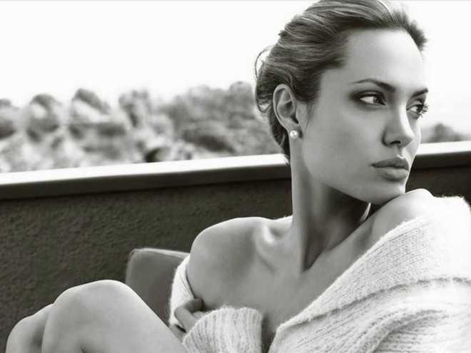 angelina-jolie-black-and-white-1440x1080-wide-wallpapers-net-copy