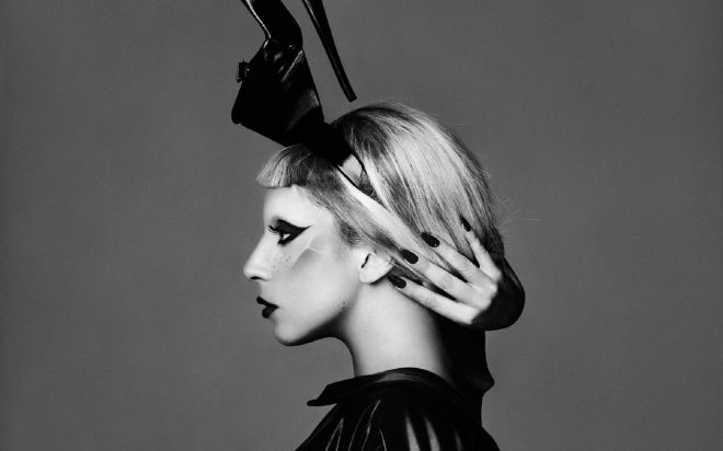 lady-gaga-2013-black-and-white_1920x1200_99452.jpg