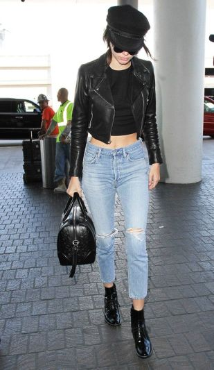 did-kendall-jenner-just-make-this-hat-style-trendy-again-1833629-1468295426.640x0c