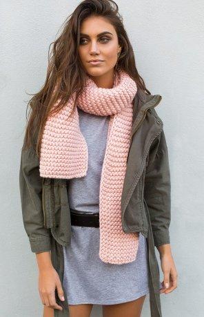 https://beginningboutique.com.au/get-cosy-scarf-pink
