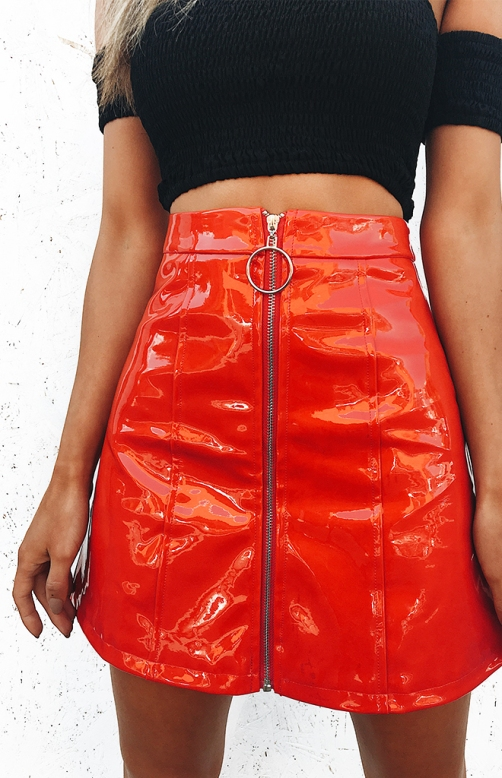 red-shiny-skirt-N2_660x1024_crop_bottom
