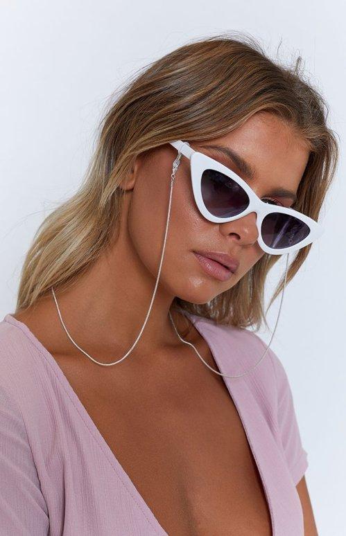web-MONDAY-sunglasses-chain-115_660x1024_crop_bottom